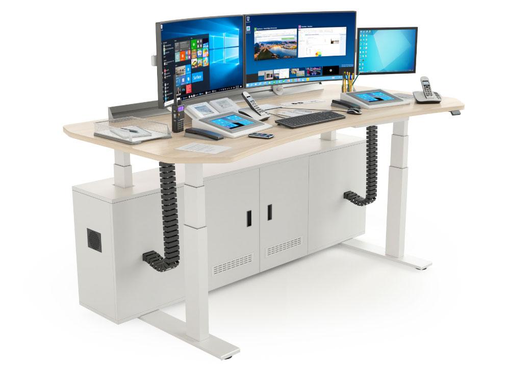 Poste de travail avec écrans et plateau réglables en hauteur