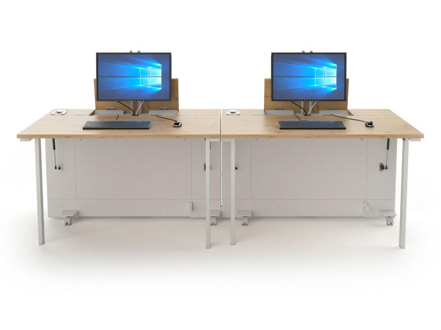 Deux bureaux informatiques mobiles mis en série